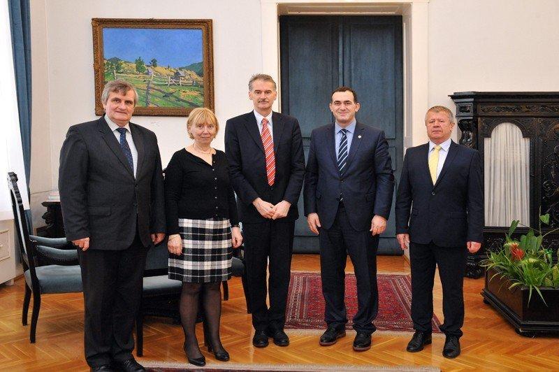Rektori Hajrizi u takua me rektorin e Universitetit për Teknologji dhe Ekonomi të Budapestit, János Józsa