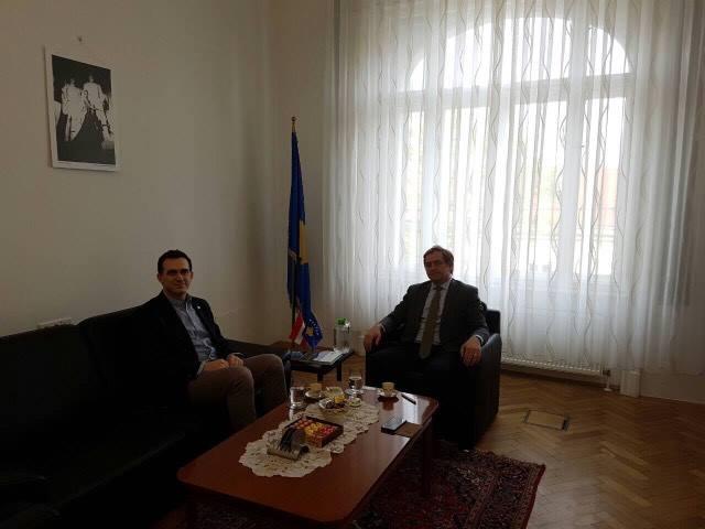 Rektori Hajrizi takoi ambasadorin e Kosovës në Austri