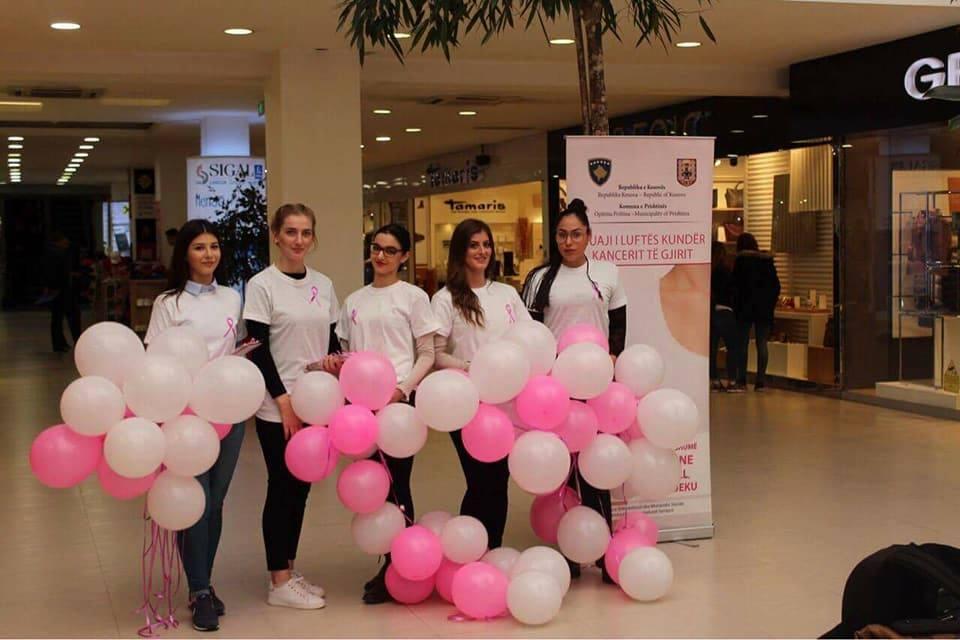 Studentët e Infermierisë në UBT, shënojnë me aktivitete muajin për ndërgjegjësim ndaj kancerit të gjirit