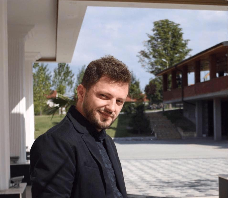 Ish-studenti i UBT-së, krijon magazinën e parë online në formë ankandi për Kosovë