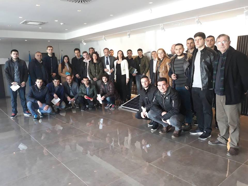 """Studentët e Inxhinierisë së Energjisë Efiçiente, vizituan fabrikën e prodhimit të paneleve solare """"Jaha Solar"""""""