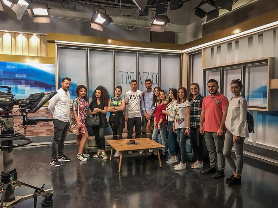 Studentët e Fakultetit Media dhe Komunikim vizituan Radiotelevizionin e Kosovës