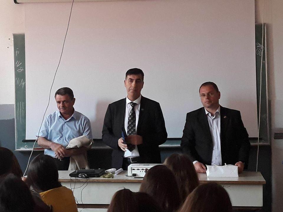 Përfaqësuesit e UBT-së, këshillojnë maturantët e Preshevës për orientim në karrierë