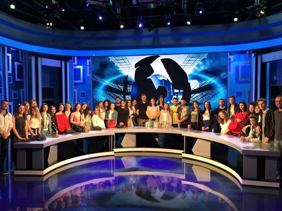 """Studentët e Medias dhe Komunikimit vizituan Bashkinë e Tiranës dhe televizionin """"Ora News"""""""