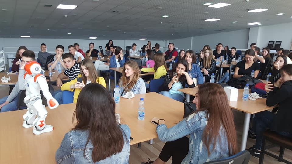 Maturantët nga Ulqini mahniten me kushtet dhe infrastrukturën e UBT-së