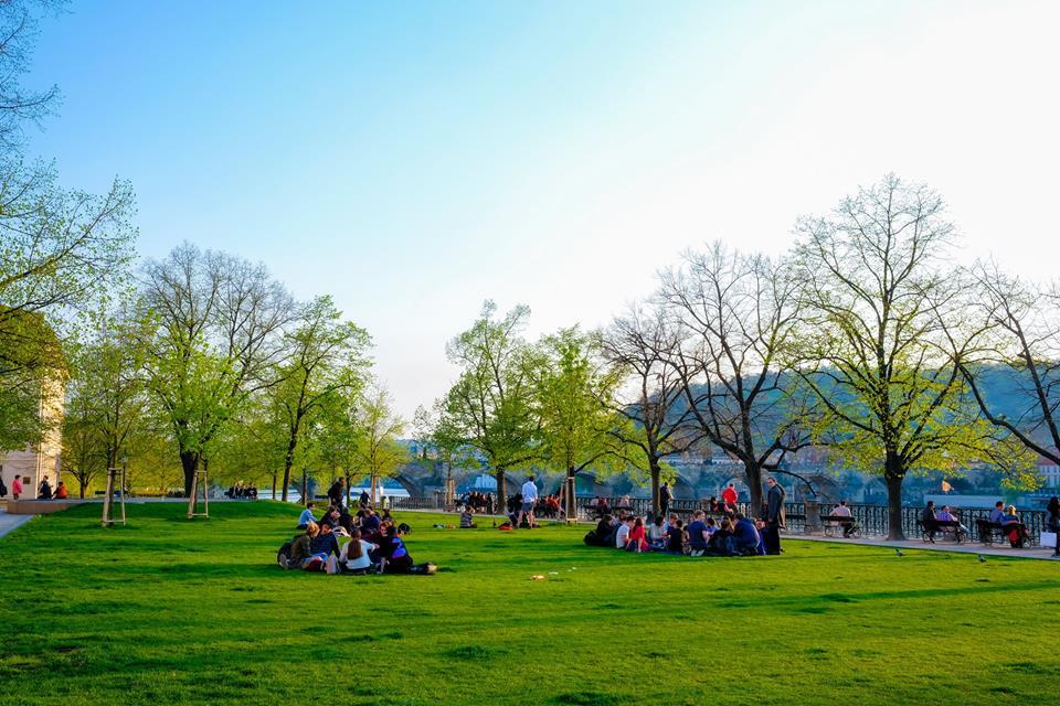 Studentët e UBT-së vizitojnë Çekinë