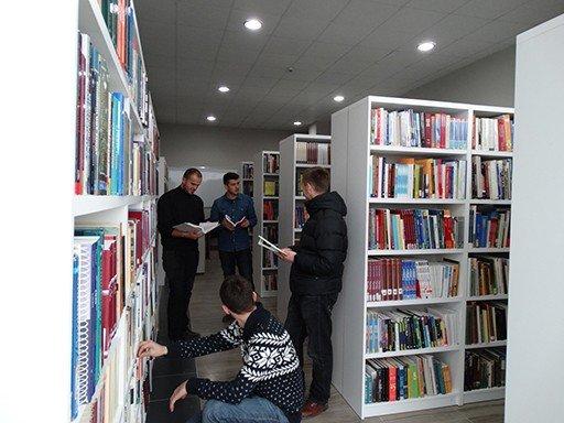 Biblioteka e UBT-së pasurohet edhe me 40000 Libra të reja