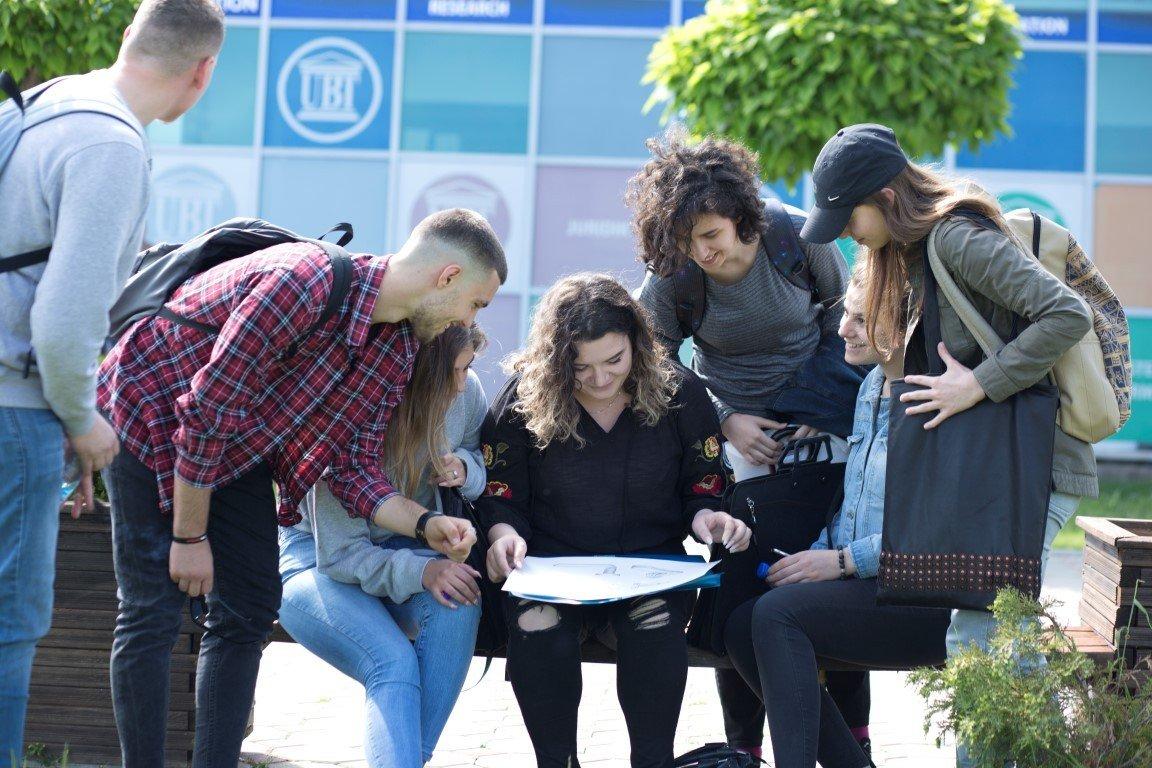 Studentët