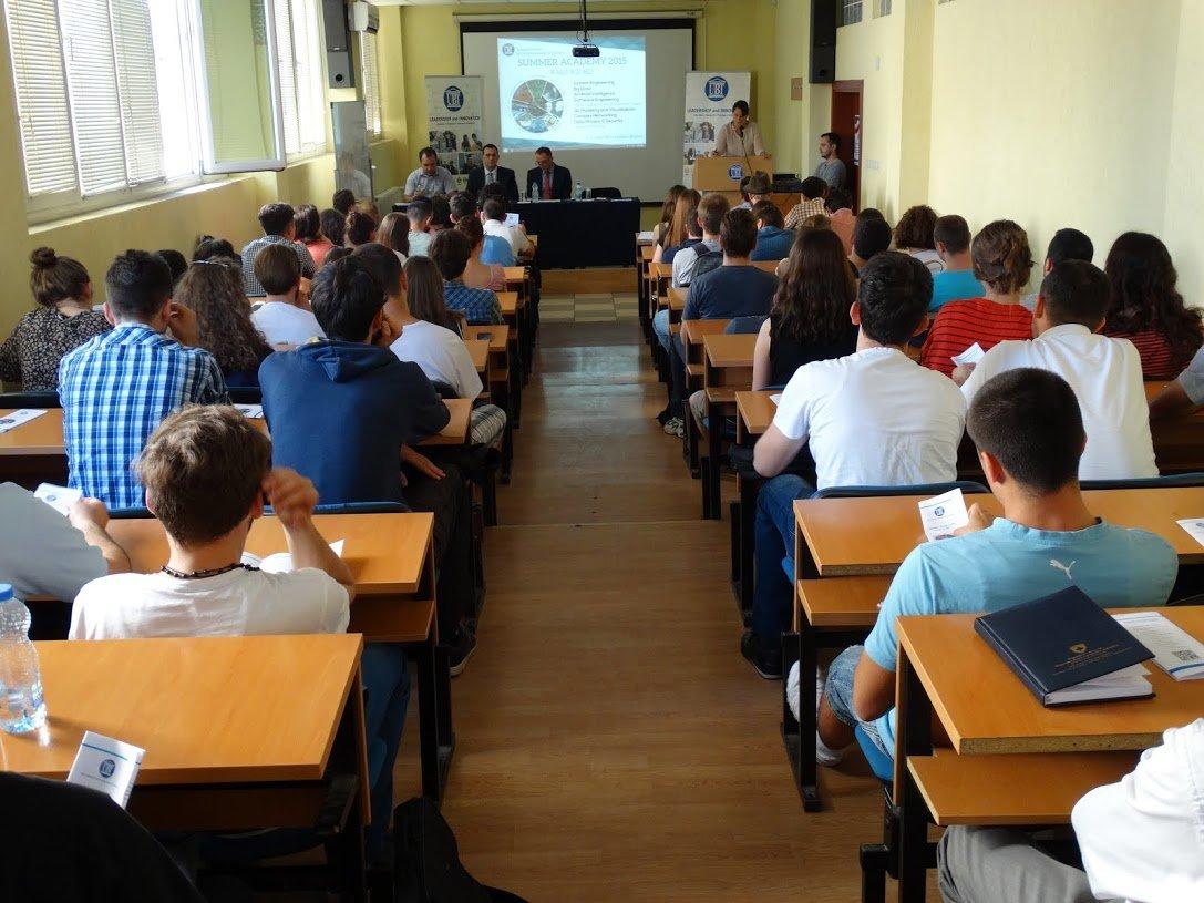 Akademitë verore sjellin në UBT ligjërues profesionistë dhe tema të mëdha