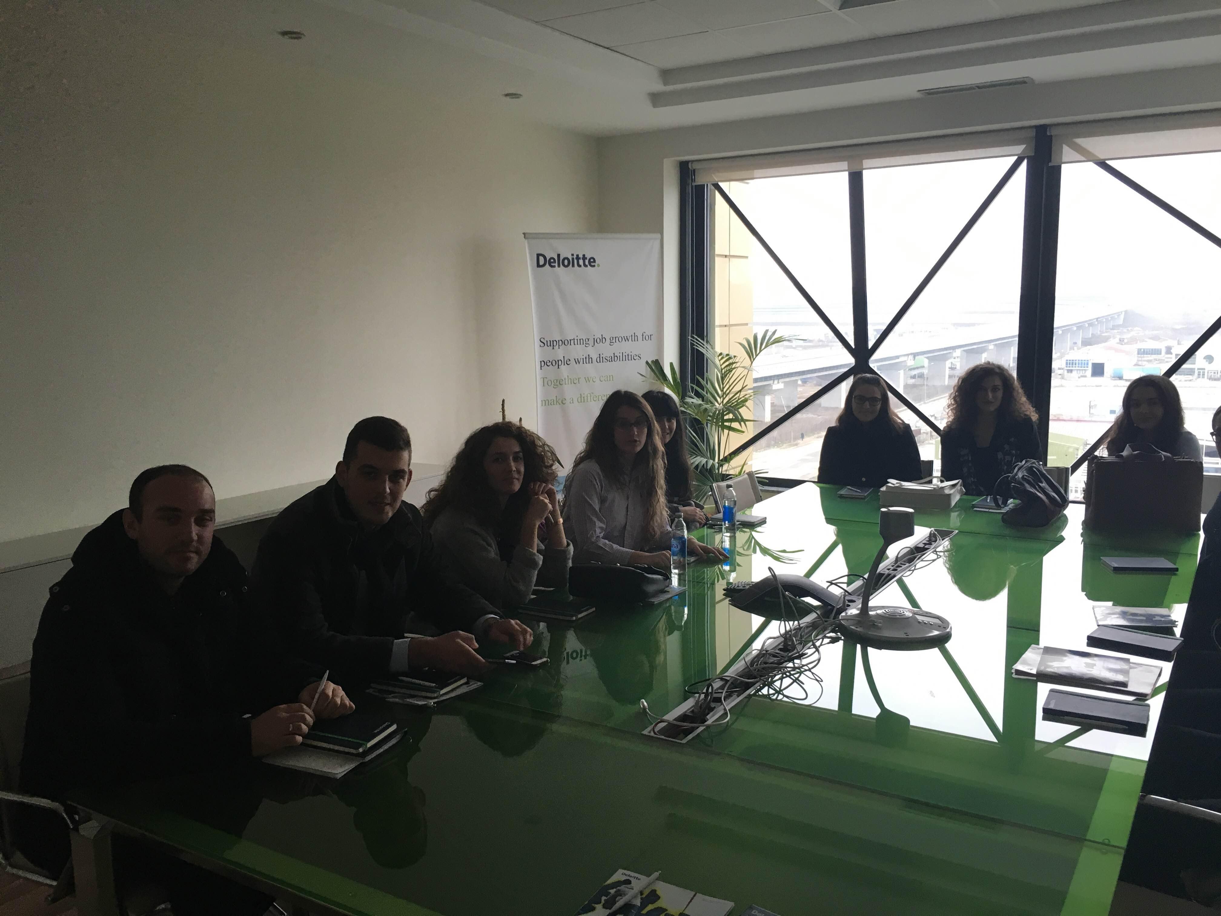 """Studentët e UBT-së vizituan kompaninë """"Deloitte"""""""
