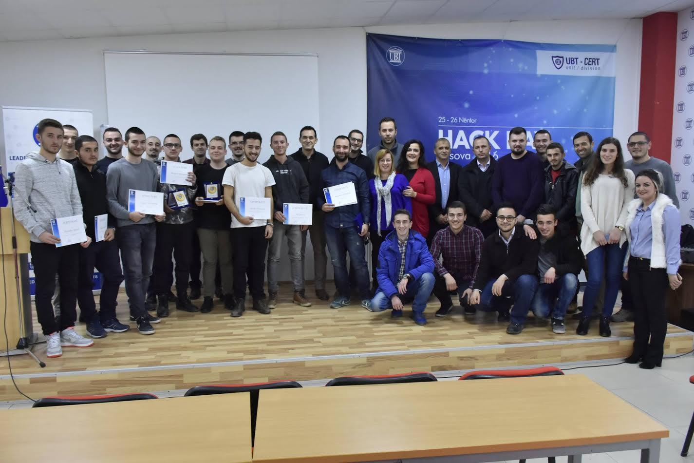 "UBT shpërblen fituesit e ""Hack Day Kosova 2016"""