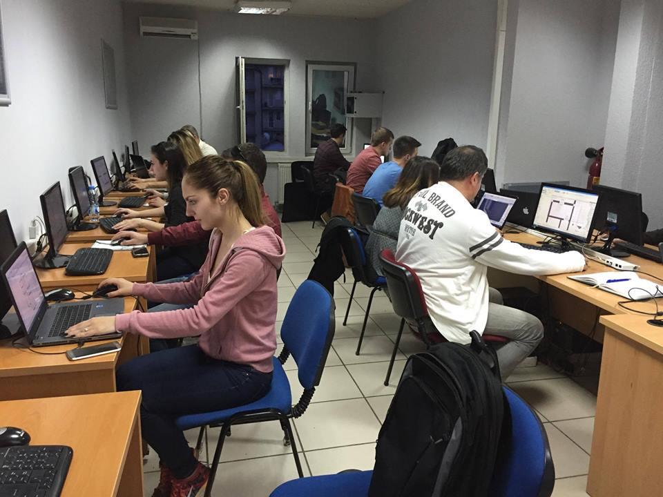 UBT-ja përpiqet që t'u hapë perspektivë të rinjve kosovarë