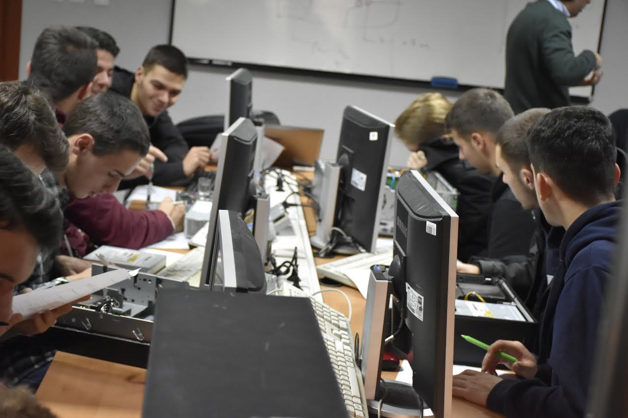 UBT ruan primatin e liderit në rajon – përgatit studentët për tregun e punës