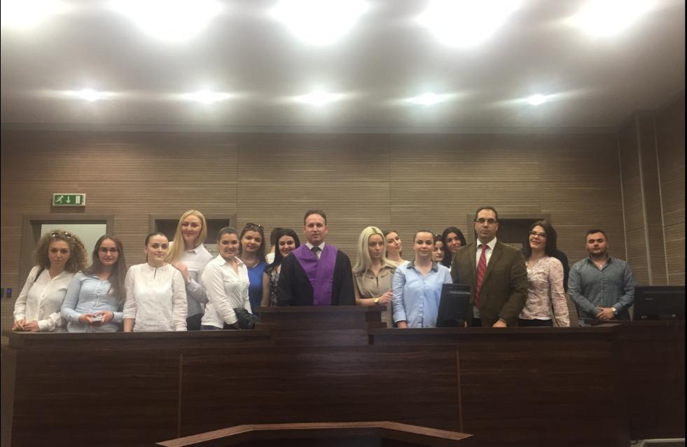 Studentët e UBT-së vizituan institucionet e drejtësisë