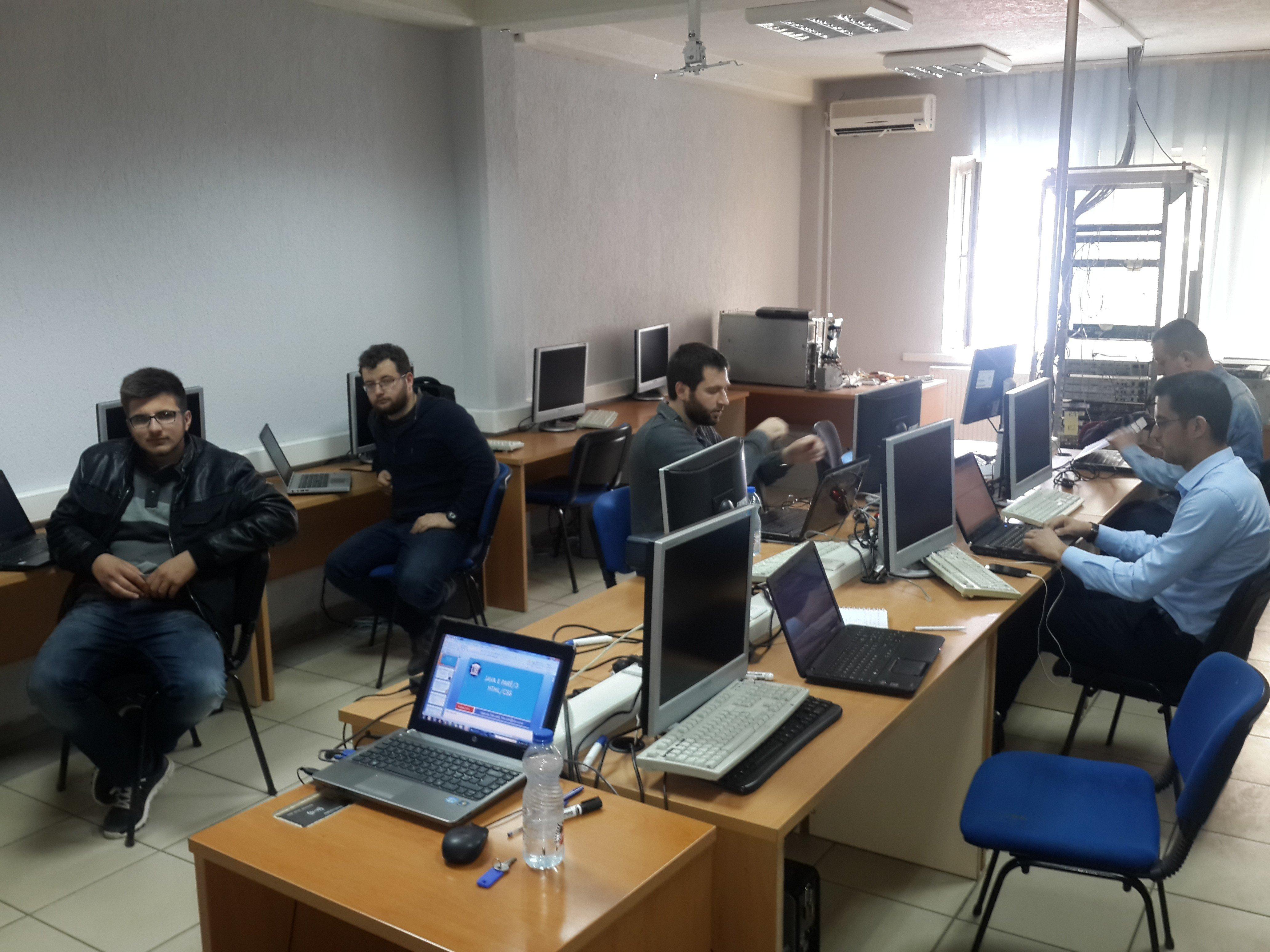 Vazhdojnë trajnimet në fushën e teknologjisë informative dhe të telekomunikimit