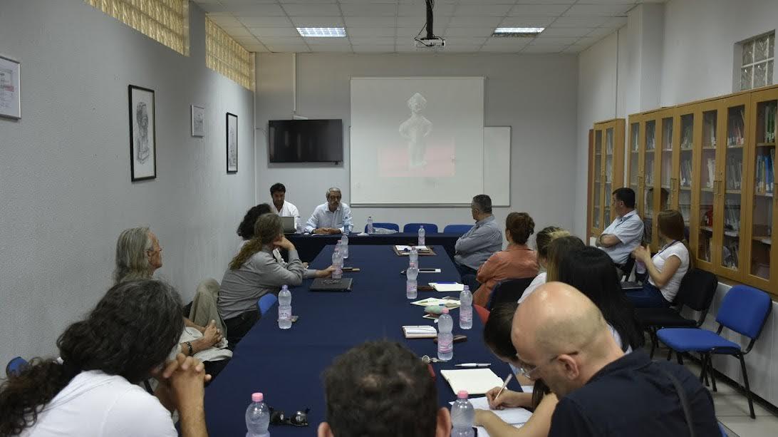 Përfaqësuesit e Institutit të Arkeologjisë prezantojnë gjetjet arkeologjike para studentëve të UBT-së