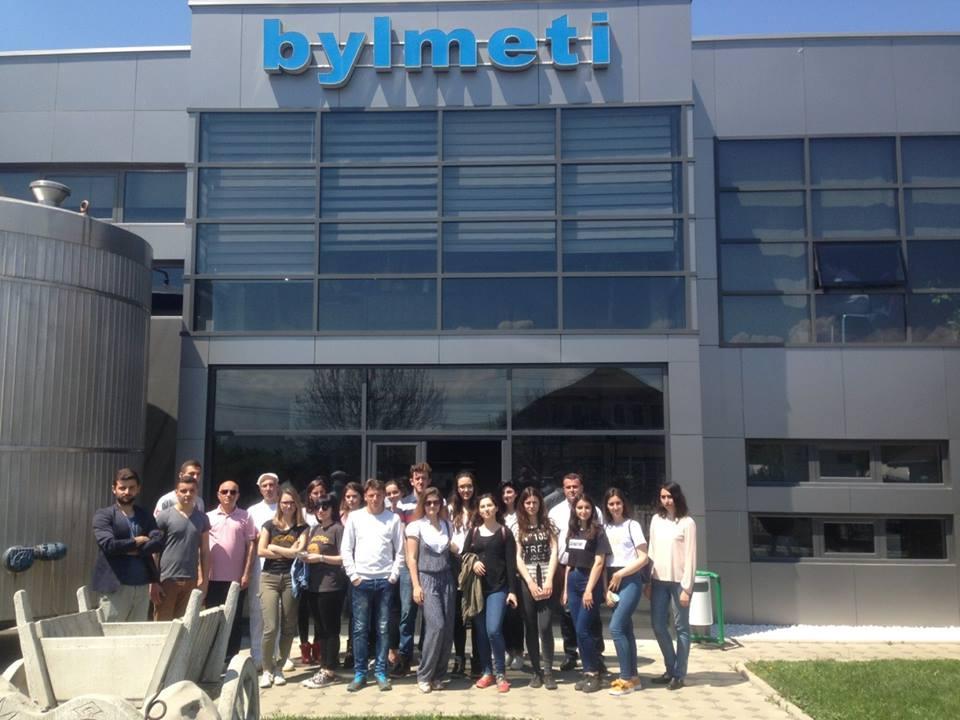 """Studentët e Shkencave të Ushqimit vizitojnë fabrikën """"Bylmeti"""""""