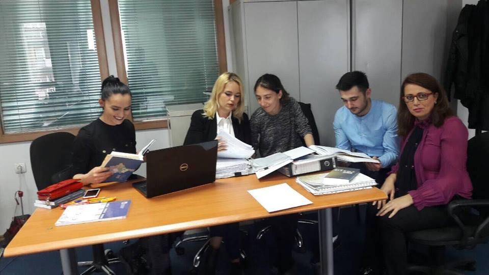 Studentët e UBT-së kryejnë praktikën në ATK