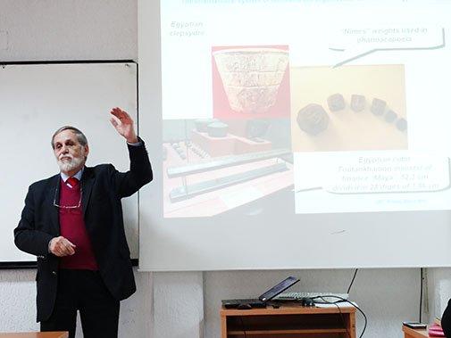 Eksperti nga Franca Luc Erard foli para studentëve të UBT-së për fushën e meterologjisë