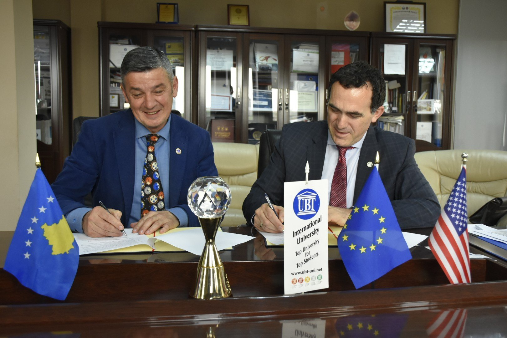 UBT nënshkruan memorandum mirëkuptimi me Odën e Avokatëve të Kosovës