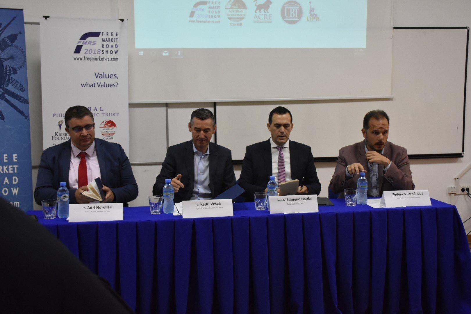 Ekspertët diskutojnë në UBT për rolin dhe ndikimin e vlerave në tregun botëror