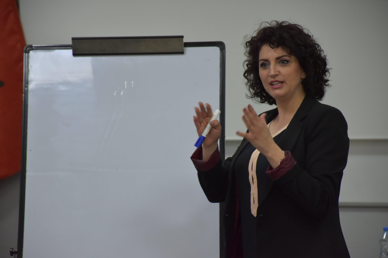 Në UBT u mbajt punëtoria për menaxhimin e ankthit