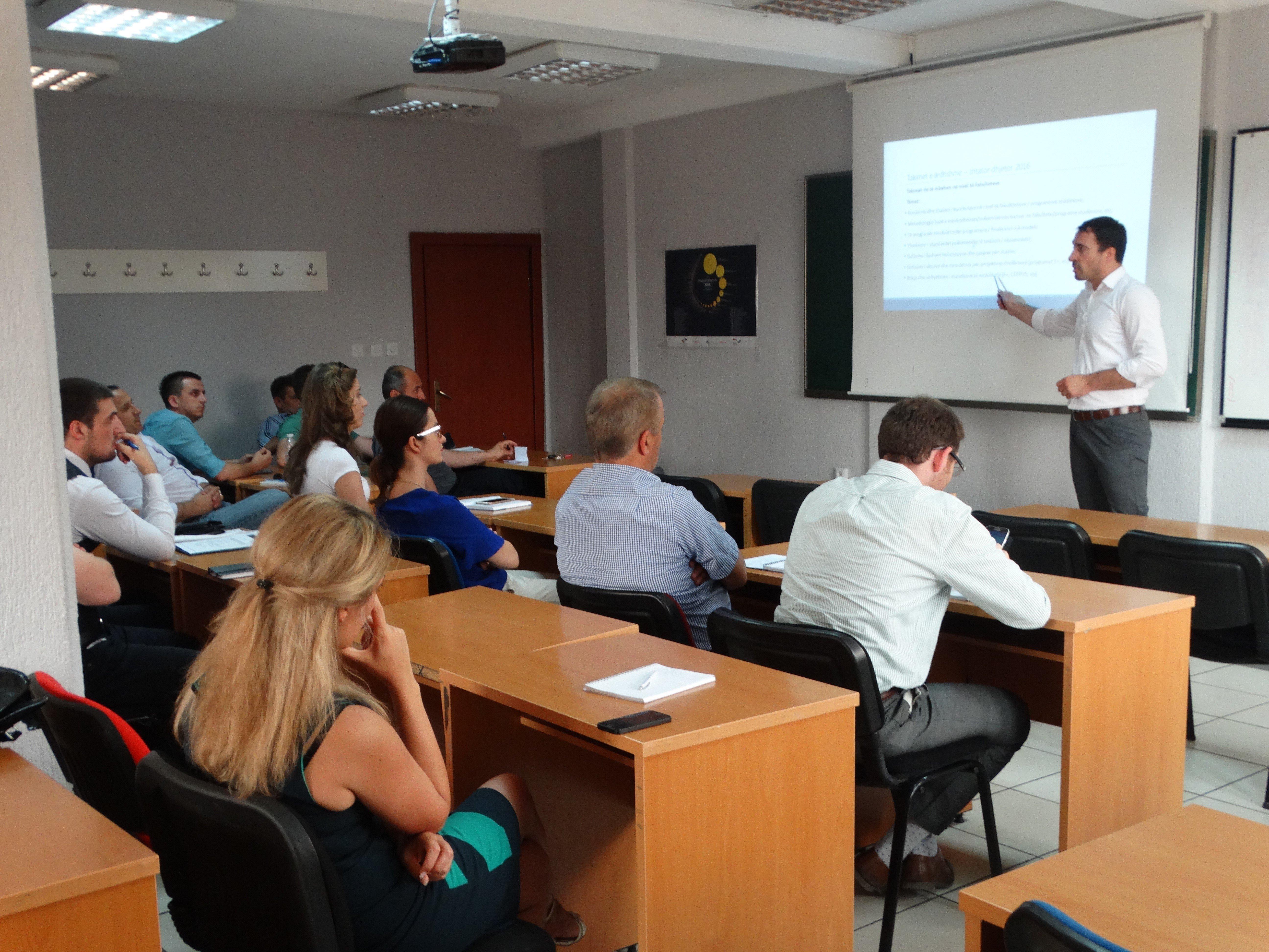 """Instituti për Zhvillim të Arsimit dhe Çështjeve Akademike në Kolegjin UBT organizon punëtorinë """"Zhvillimi kurrikular dhe modular"""""""
