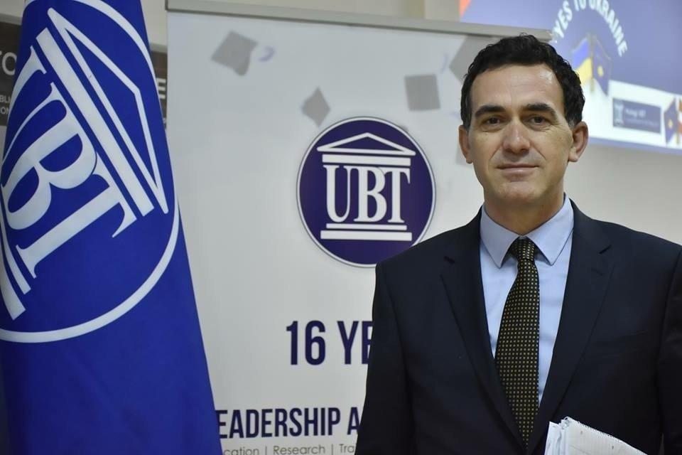 Rektori i UBT-së uron qytetarët për Festën e Fitër Bajramit