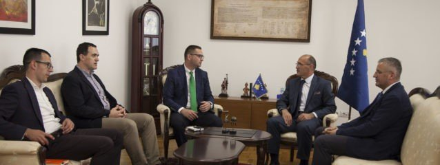Rektori Hajrizi pritet në takim nga ministri i Punëve të Brendshme