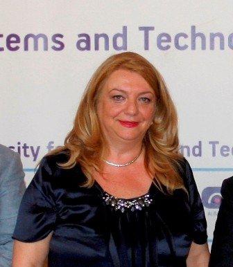 Profesoresha nga Tirana në UBT, Kozeta Sevrani mori çmimin Akademiku i Vitit