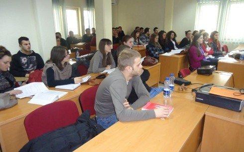 FTESË PËR MEDIA-  MTI në debat me studentët e UBT-së