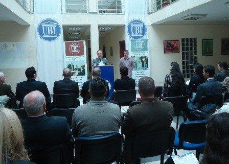 """Presidentin i Universiteti  """"San Bernandino """" ndan  mirënjohje  zëvendëspresidentit e UBT-së"""