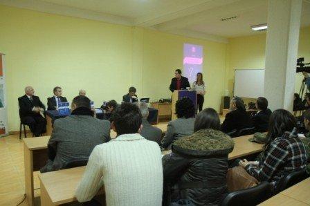"""Institucioni që promovon liderë- promovoi librin  """"(S)a mund  t'i  besohet lidershipit të Kosovës"""""""