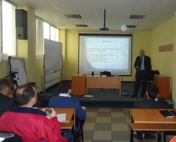 Prof. Dr.  Peter Kopacek  diskutoi me studentët e UBT-së