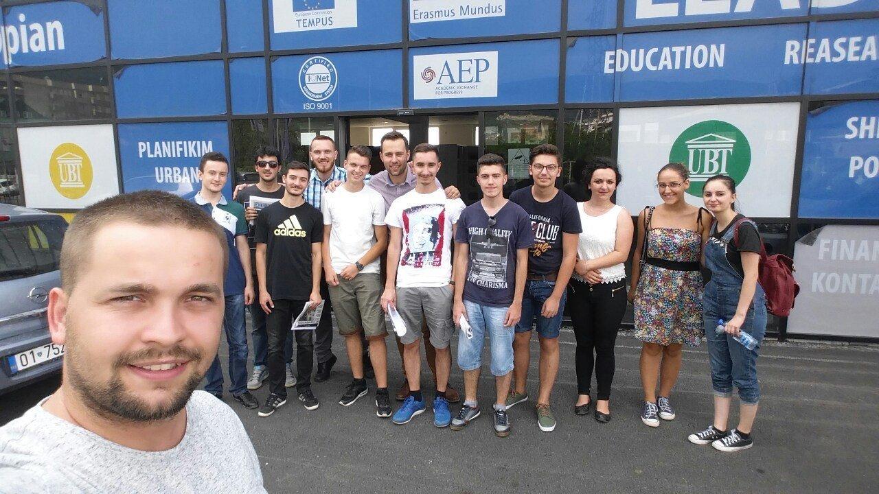 """Maturantët e Prizrenit dhe të Ferizajt ndjekin """"UBT Summer of Code"""""""