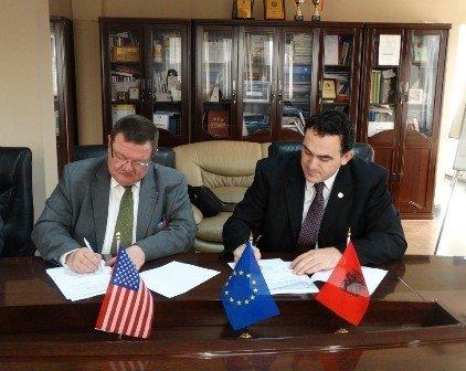 UBT nënshkruan marrëveshje  bashkëpunimi me Universitetin e   Freibergut  në Republikën Federale të Gjermanisë