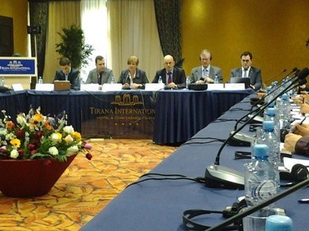 UBT prezanton rezultatet në  Seminarin Academic Exchange for Progress (AEP)