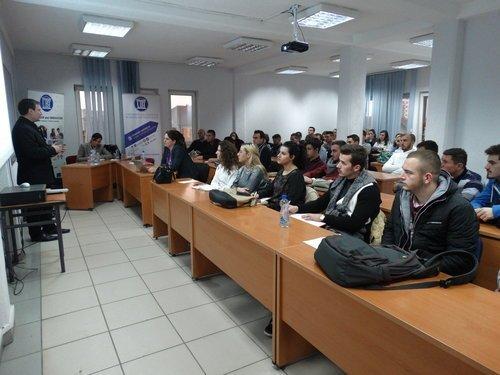 Profesori Joerg Zumbash ligjëroi para studentëve të UBT-së