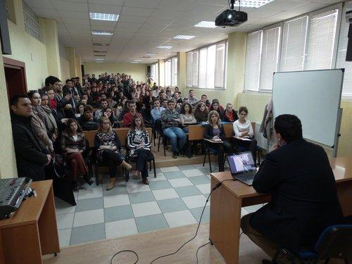 Studentët e UBT mund të aplikojnë për bursa të plota ofruar nga Komisioni Europian