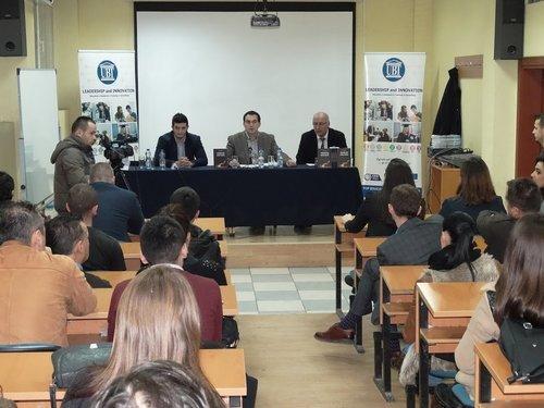 """Në UBT u promovuan libri """"Shkrimi dhe komunikimi"""" dhe revista """"Politikologu"""""""