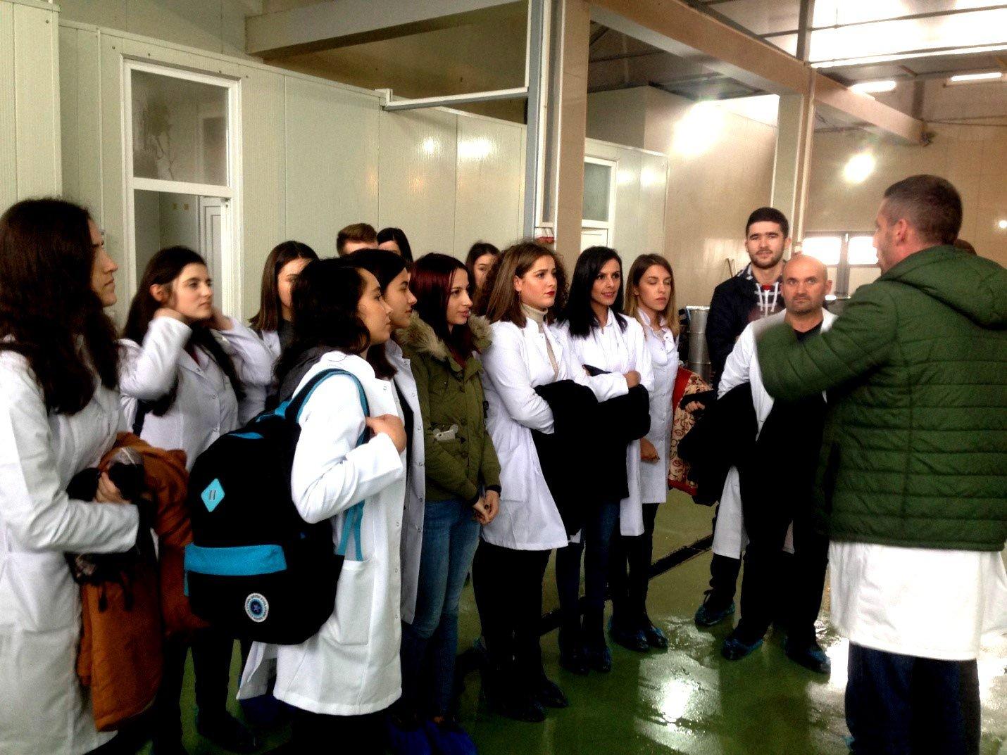 """Studentët e Shkencave Ushqimore vizituan kompaninë """"MOEA L.L.C"""""""