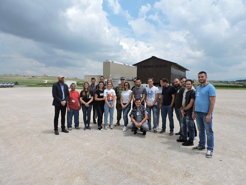 """Studentët e UBT-së vizituan kampin ushtarak """"Bondsteel"""""""