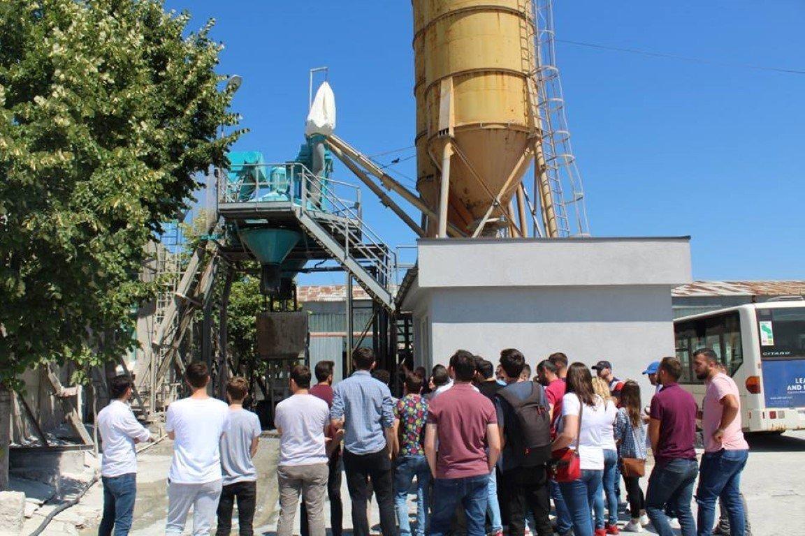 Studentët e ANV-së së Ndërtimtarisë realizojnë vizitë në kompani të prodhimit të betonit