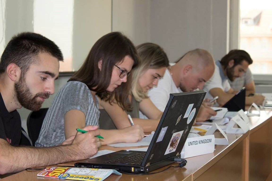 Pjesëmarrësit e ANV-së së Shkencave Politike nisin simulimin për zgjidhjen e konfliktit imagjinar