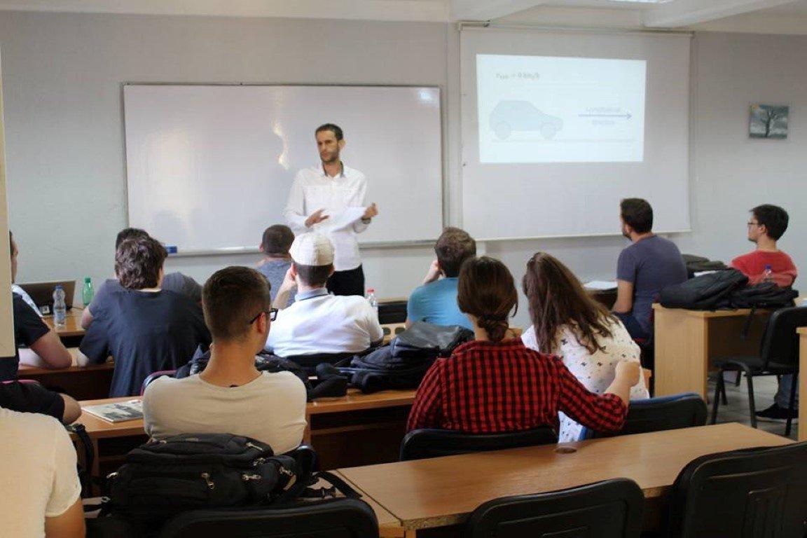 Fillon aktiviteti i Mekatronikës në ANV, ligjëron profesori Xhemajl Mehmeti