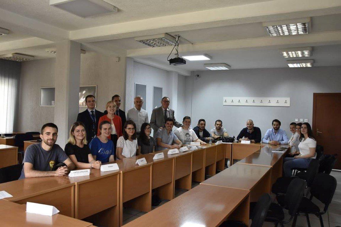 Delegatët arrijnë konsensus për konfliktin imagjinar Rusi-Ukrainë