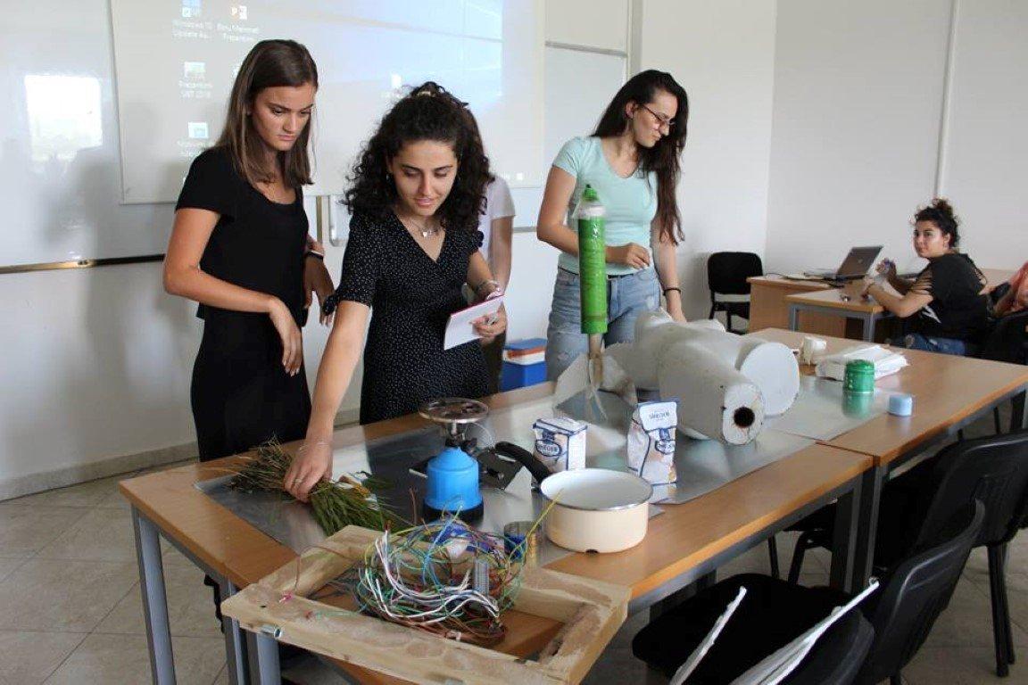 Akademia e Dizajnit të Integruar me punëtori unike artistike