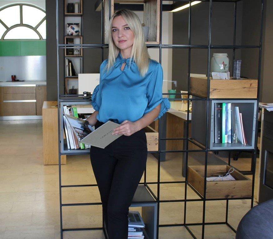 """Studentja e UBT-së, Donjeta Duraj arkitekte në byronë """"Motive"""""""