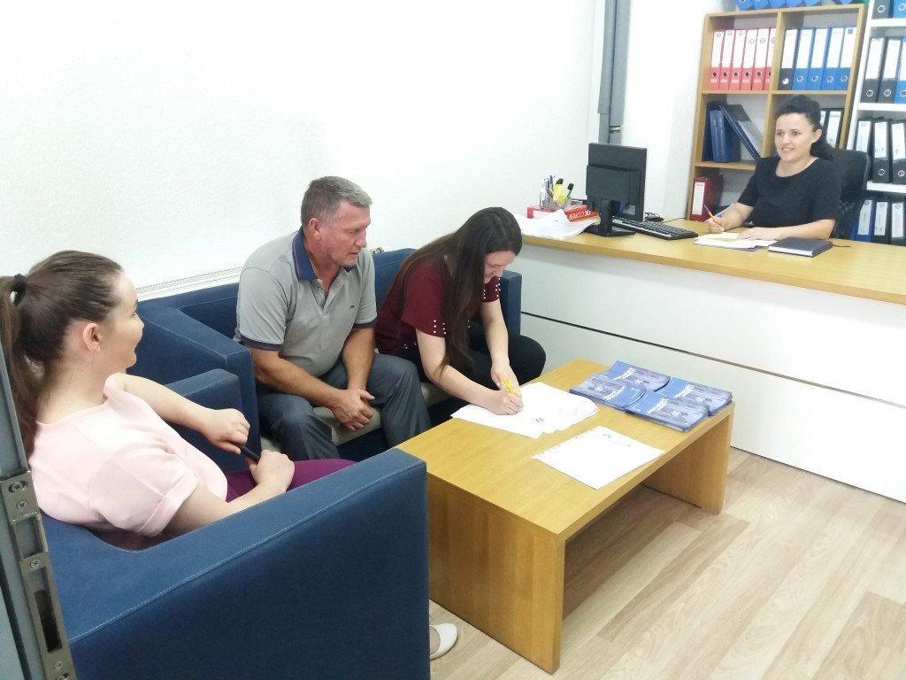 Interesim i madh i të rinjve nga Ferizaj për regjistrim në UBT