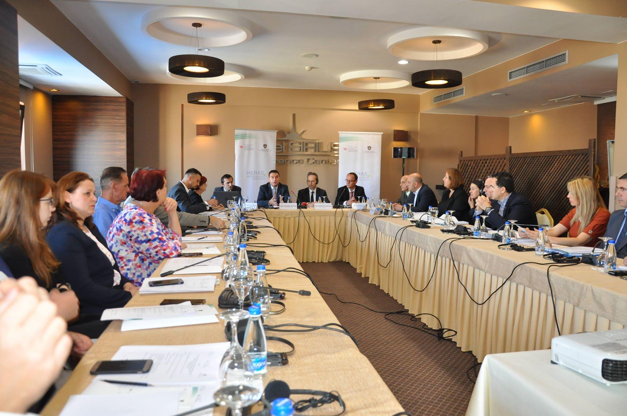 """Rektori Hajrizi, pjesëmarrës në konferencën """"Rritja e lidhjeve mes shkencës dhe industrisë në Kosovë"""""""